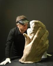 Gilles Perrault main de Rodin