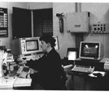 Scanning electron microscope (Mrs Brigitte du Saxcé). The SEM is used to analyse then identify each grain of mineral material. Photo G.P. Lab.