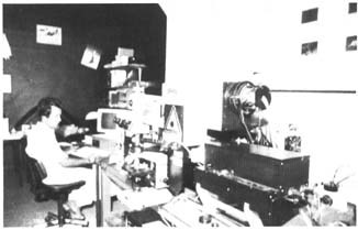 The RAFLAR (Raman Fluorescence Absorption Reflection). This device enables microanalysis without damaging the work and the identification of the pigments used. It constitutes the latest technology at the L.P.S. Photo L. P. S.