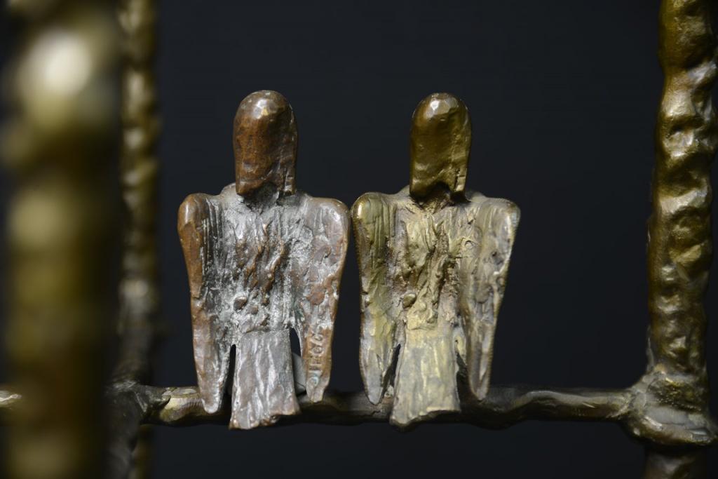 Harpie, maître-modèle (à gauche) et élément sur tabouret de coiffeuse (à droite).