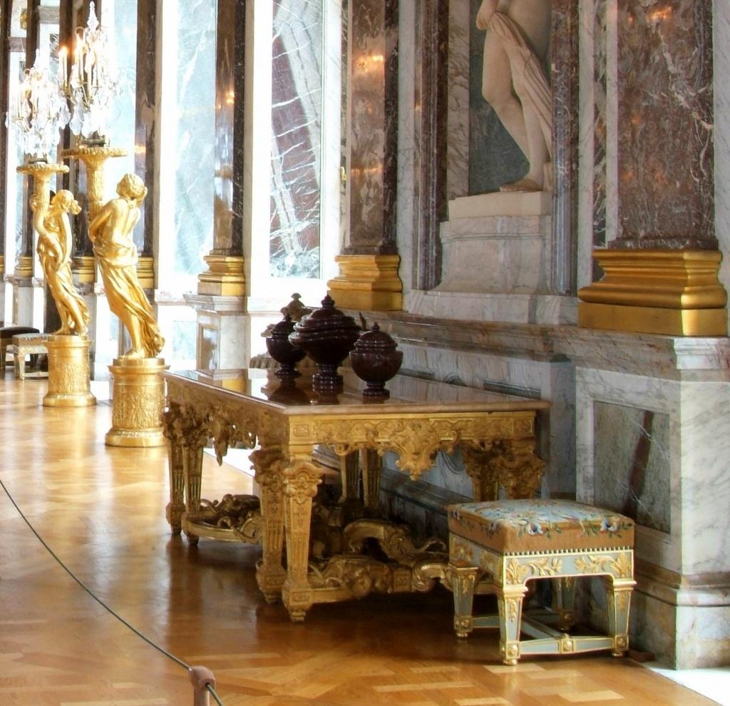 Table à gibier et tabourets réalisés dans les ateliers du Château de Versailles, circa 1978, par Gilles Perrault.